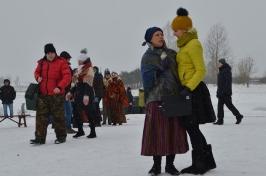 Senioru deju kolektīvs LŪZNAVA piedalījās Meteņdienas pasākumā Ozolaines pagastā 26.02.2017._3